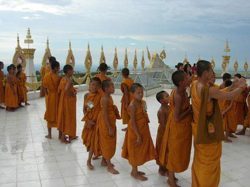moine-boudhiste-thailande
